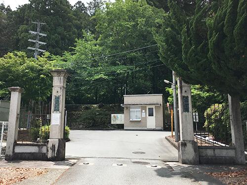 三田学園正門